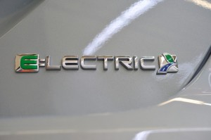Ford-Focus-Electric-Logo-Critique-Automobile